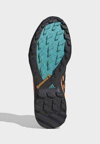 adidas Performance - TERREX SWIFT R2 MID GORE-TEX HIKING SHOES - Hiking shoes - green - 7