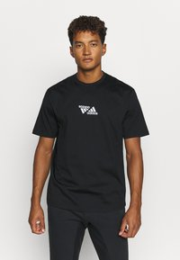 adidas Performance - SPORTS LOOSE SHORT SLEEVE GRAPHIC TEE - T-shirt con stampa - black - 0