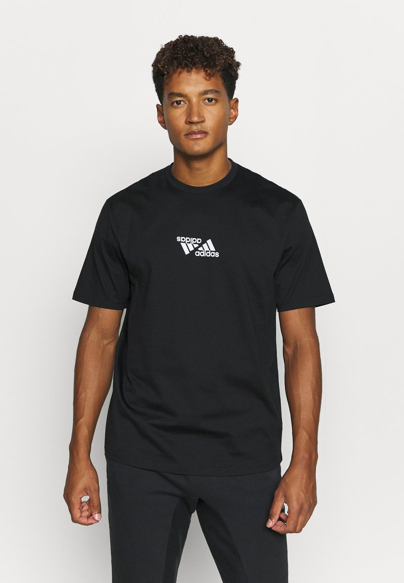 adidas Performance - SPORTS LOOSE SHORT SLEEVE GRAPHIC TEE - T-shirt con stampa - black