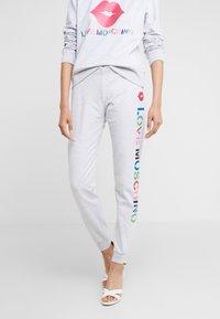 Love Moschino - JOGGER LIP - Pantalon de survêtement - light grey - 0