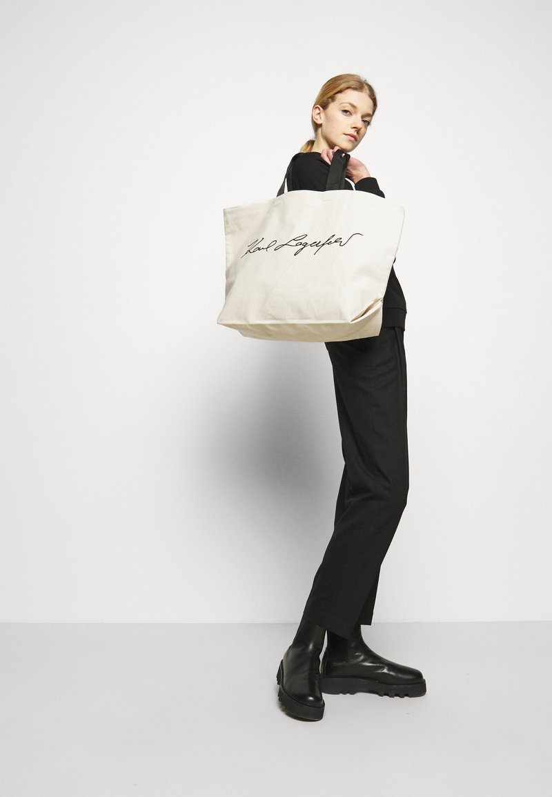 KARL LAGERFELD - EXCLUSIVE SIGNITURE - Shopping Bag - off-white