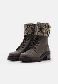 See by Chloé - MALLORY LACE UP - Šněrovací kotníkové boty - medium brown - 2