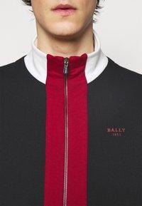 Bally - veste en sweat zippée - ink/red/bone - 4