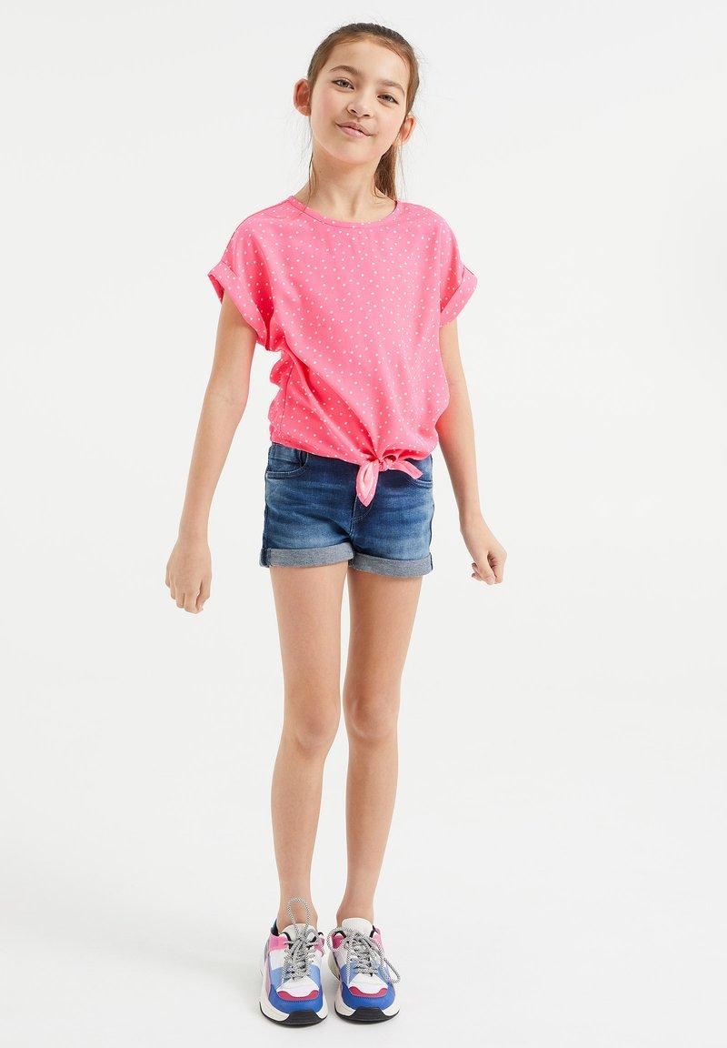 WE Fashion - MET KNOOPDETAIL - Blouse - pink