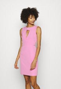 Guess - PATTI DRESS - Shift dress - rich pink - 0