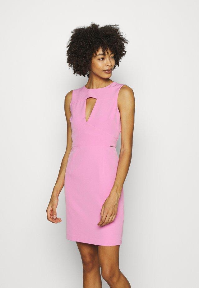 PATTI DRESS - Shift dress - rich pink
