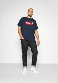 Levi's® Plus - BIG GRAPHIC TEE - T-shirt print - dress blues - 0
