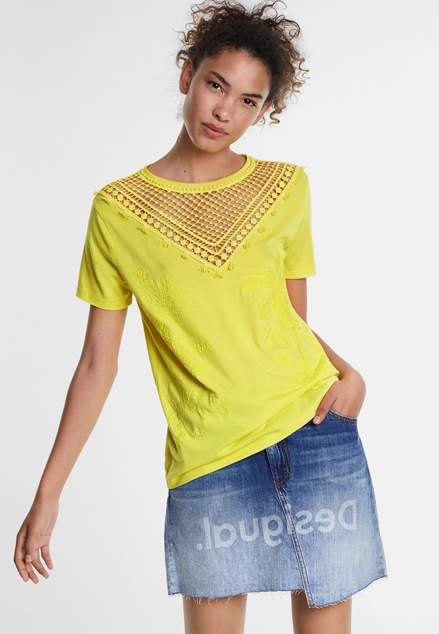 TROPIC THOUGHTS - T-shirt con stampa - yellow