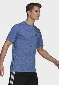 adidas Performance - M HT EL TEE - T-shirt z nadrukiem - blue - 3