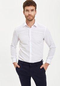 DeFacto - PACK OF 2 - Kostymskjorta - white - 1