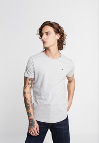 Tommy Jeans - ESSENTIAL JASPE TEE - Basic T-shirt - grey - 0