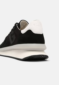 Guess - MADE SMART - Trainers - black - 6