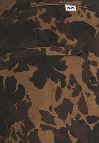 Wood Wood - HAMISH TROUSERS - Cargo trousers - khaki - 2