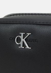 Calvin Klein Jeans - CAMERA BAG - Skulderveske - black - 5