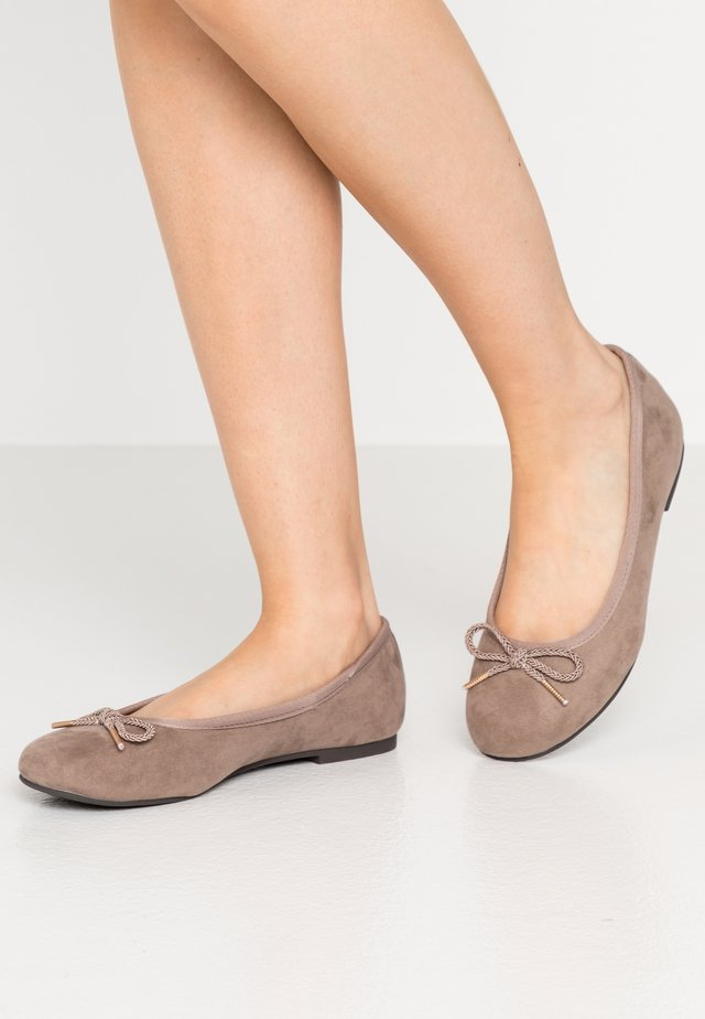 Ballet pumps - pepper