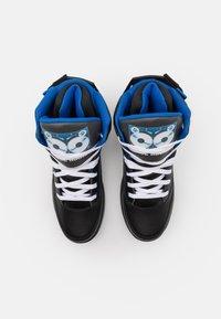 Ewing - 33 X TONY TOUCH - Baskets montantes - black/princess blue/white - 3