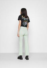 Monki - Pantalones - green melange - 2