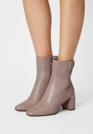 Classic ankle boots - dusty rose