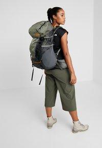 The North Face - TERRA 55 - Turistický batoh - dark grey heather/new taupe green - 6