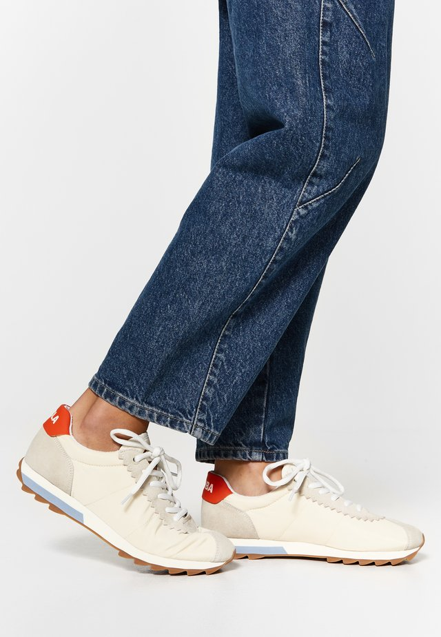 Trainers - off white
