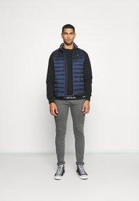 Calvin Klein - LIGHT WEIGHT SIDE LOGO VEST - Väst - blue - 1