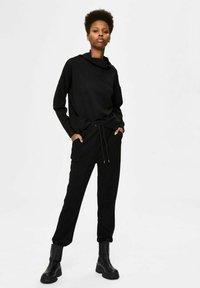 Selected Femme - Verryttelyhousut - black - 3