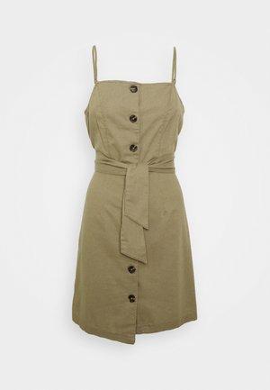 ONLEMBER BIBS STRAP SHORT DRESS - Vapaa-ajan mekko - martini olive