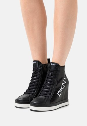 SOPHIE WEDGE - Sneakers alte - black/white