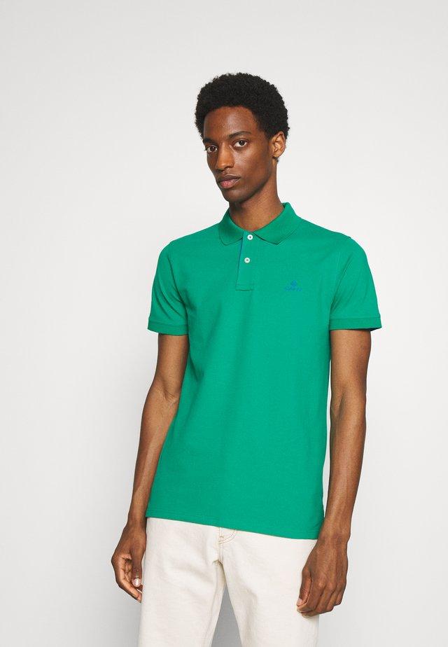 Polo - lush green