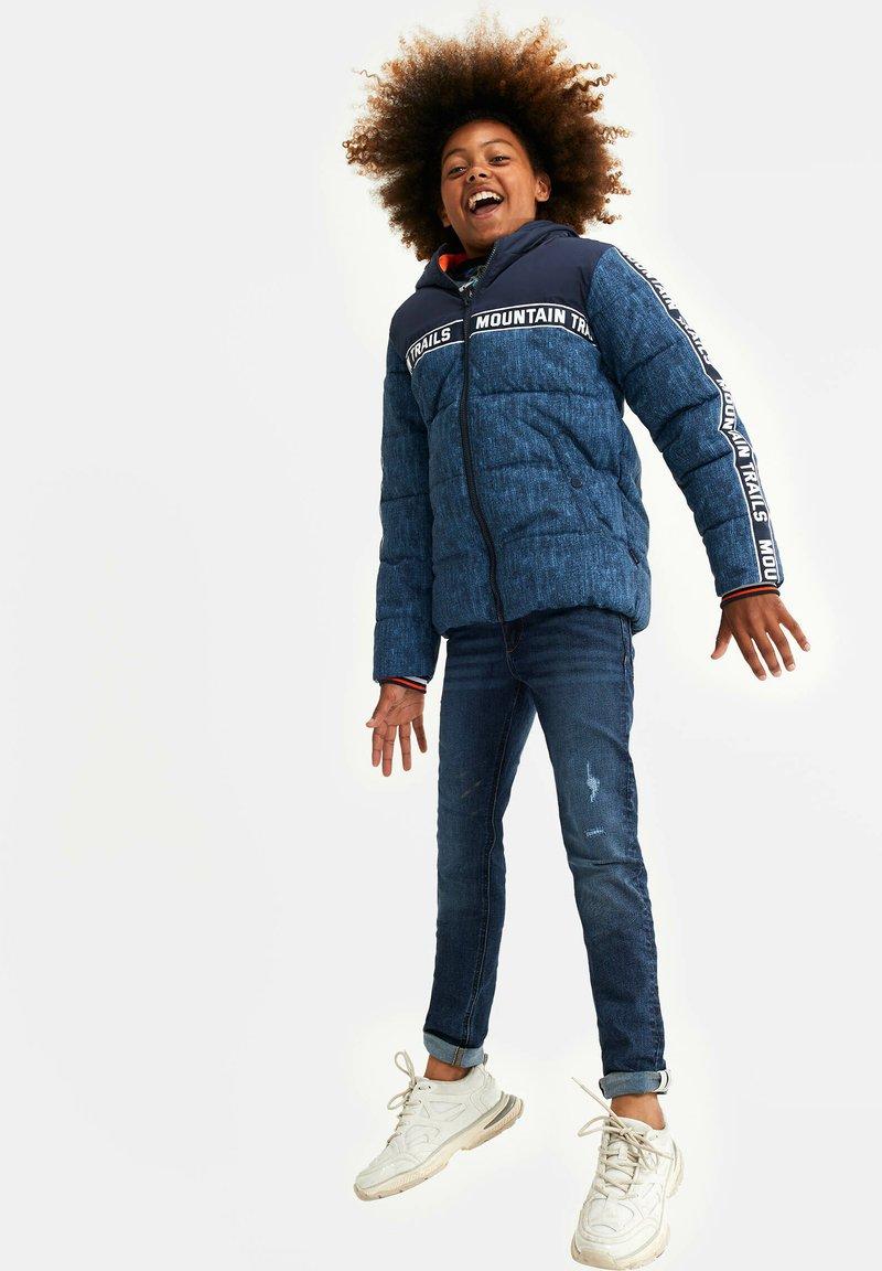WE Fashion - MET CAPUCHON - Winterjas - blue