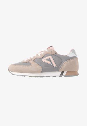 KLEIN ARCHIVE SUMMER - Sneakersy niskie - light pink