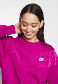 Nike Sportswear - HRTG VELOUR - Mikina - cactus - 3