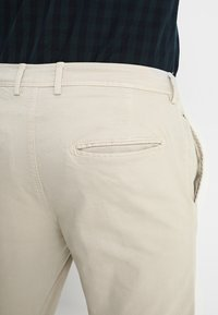 Selected Homme - SLHSKINNY LUCA  - Chinos - silver lining - 5