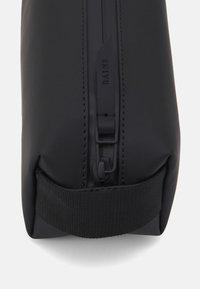 Rains - PENCIL CASE - Kosmetická taška - black - 3
