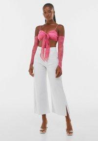 Bershka - MIT KNOTEN - Maglietta a manica lunga - pink - 1