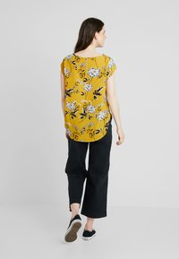 ONLY - ONLVIC - Blouse - chai tea/yellow - 2