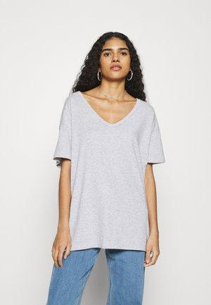 ONLY V-NECK TEE - Basic T-shirt - grey
