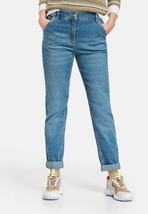 MIT USED-EFFEKTEN MODERN - Slim fit jeans - light blue denim