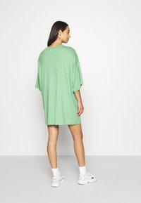 Weekday - HUGE - Basic T-shirt - sage green - 2