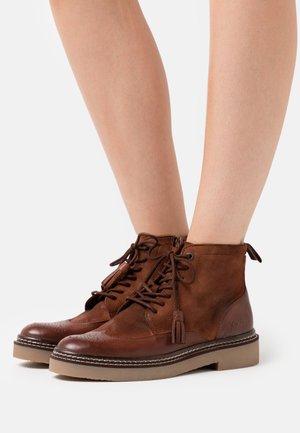 OXANYHIGH - Kotníková obuv - brown