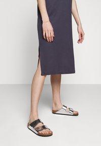 Filippa K - MIRA DRESS - Žerzejové šaty - ink blue - 3