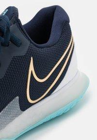 Nike Performance - AIR ZOOM VAPOR CAGE 4 - Multicourt tennis shoes - obsidian/metallic gold/copa/white - 5
