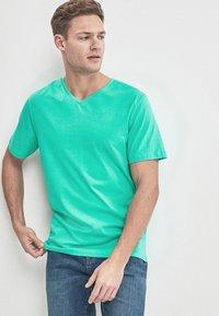 Next - Basic T-shirt - green - 0