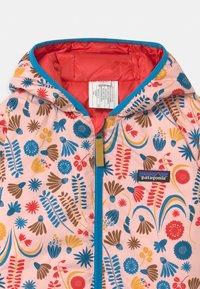 Patagonia - REVERSIBLE HOODY UNISEX - Down jacket - seafan pink - 3