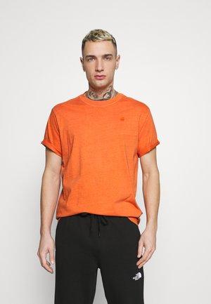LASH - Basic T-shirt - tangerine