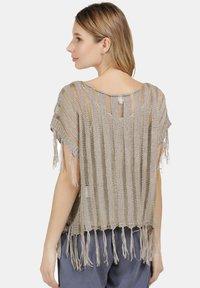 usha - Print T-shirt - taupe - 2