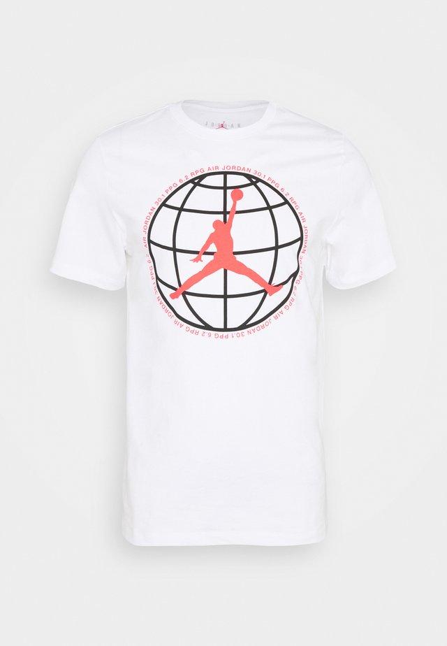 MOUNTAINSIDE CREW - Print T-shirt - white