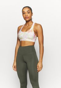 Cotton On Body - STRAPPY SPORTS CROP - Light support sports bra - tropicool multi - 0