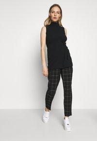 Dorothy Perkins Maternity - MATERNITY GRID CHECK ANKLE GRAZER - Trousers - black - 1