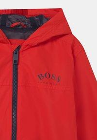 BOSS Kidswear - Vodotěsná bunda - bright red - 3